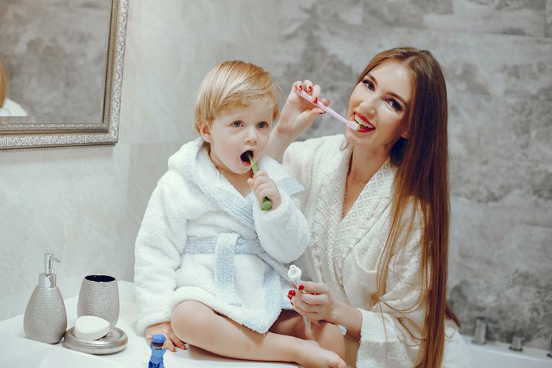 Cum să-ți convingi copilul să se spele pe dinți